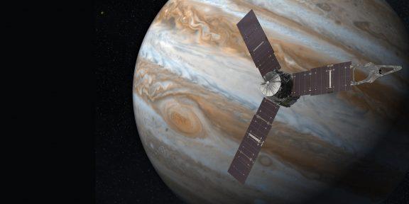 Зонд «Юнона» получил первое фото Ганимеда — крупнейшего спутника в Солнечной системе