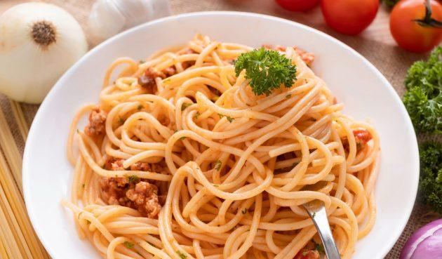 Спагетти с пряным фаршем