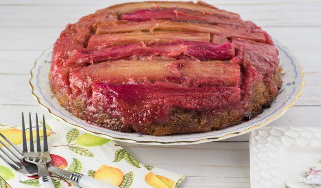 Перевёрнутый пирог с ревенём