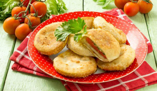 Хрустящие пирожки с помидорами и сыром