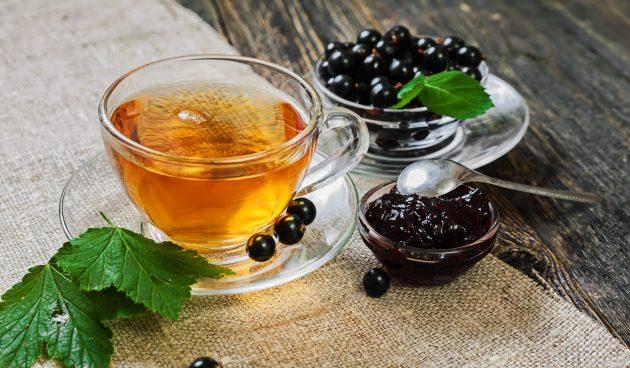 Чай из листьев смородины с мятой