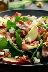 Оригинальные салаты со шпинатом, которые не останутся без внимания