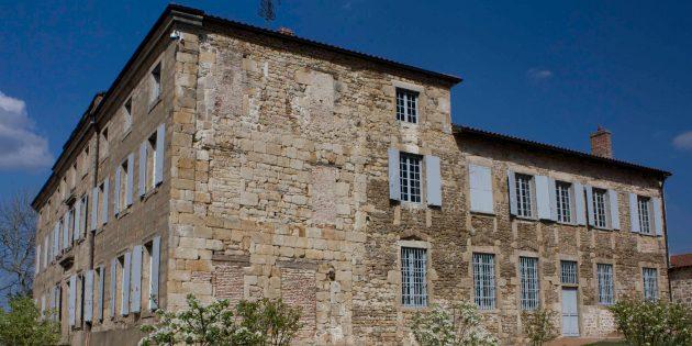Уклонение от налога на окна в замке Château des Bruneaux, Франция.