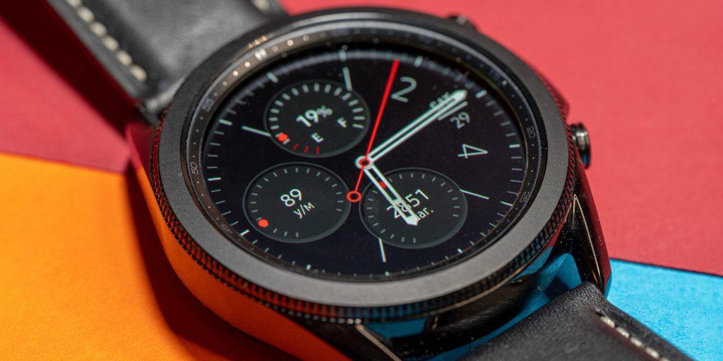 Samsung Galaxy Watch 3: автоподстройка яркости дисплея