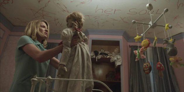 Кадр из фильма ужасов про кукол «Проклятие Аннабель»