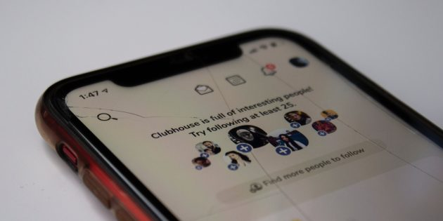 Бесполезные лайфхаки: удалить царапины на экране смартфона можно ластиком или зубной пастой