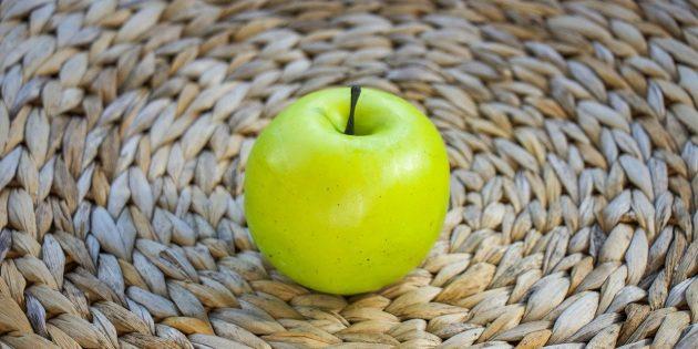 Как избавиться от запаха чеснока и лука изо рта: съешьте яблоко