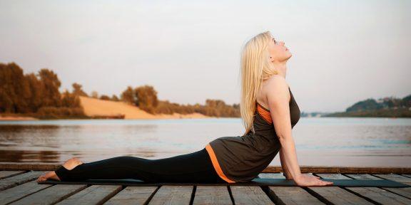 Как выполнять позу кобры для хорошей осанки и здоровой поясницы
