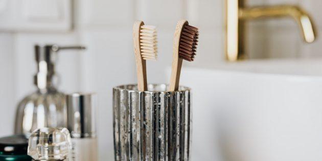 Как избавиться от запаха чеснока и лука изо рта: почистите зубы