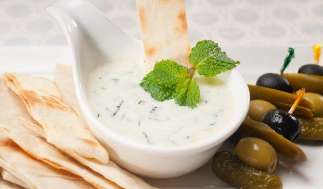 Мятно-йогуртовая заправка для салата