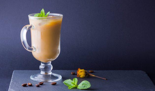 Холодный кофе с мятой