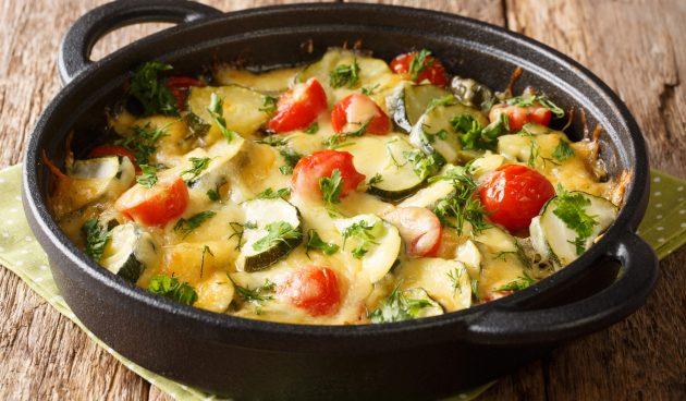 Кабачки, запечённые в духовке с помидорами