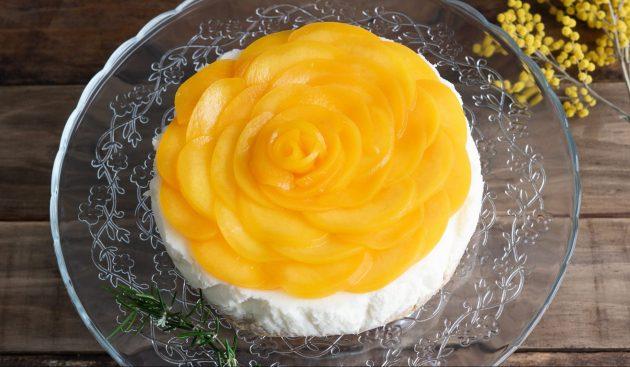Простой торт с персиками