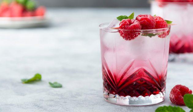 Малиновый коктейль с бурбоном