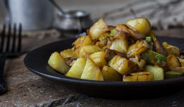 Рагу с кабачками, грибами и картошкой