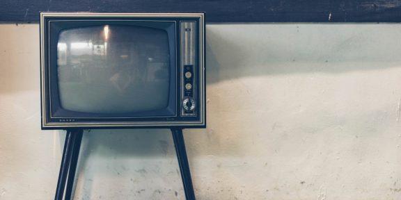 «Прятали кабель питания, теперь я сисадмин»: в Сети обсуждают строгие и странные запреты родителей в детстве