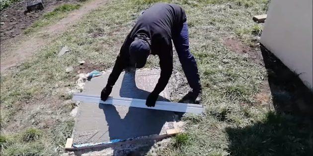 Как сделать тандыр своими руками: Уложите армирующую сетку и залейте бетоном