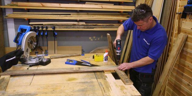 Как сделать скамейку своими руками: составьте из одной длинной и двух коротких досок букву «П» и скрепите, завернув по два-три шурупа в каждое сочленение