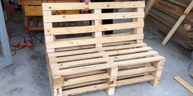 Как сделать скамейку своими руками: установите спинку на основание