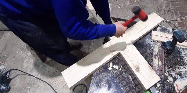 Как сделать скамейку своими руками: соедините доски, предварительно промазав стык клеем