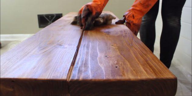 Как сделать скамейку своими руками: покройте поверхность скамьи маслом, лаком, краской или другим составом