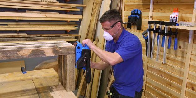 Как сделать скамейку своими руками: зашлифуйте все поверхности скамьи шлифмашинкой или шкуркой