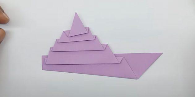 Как сделать кораблик из бумаги: сложите треугольник