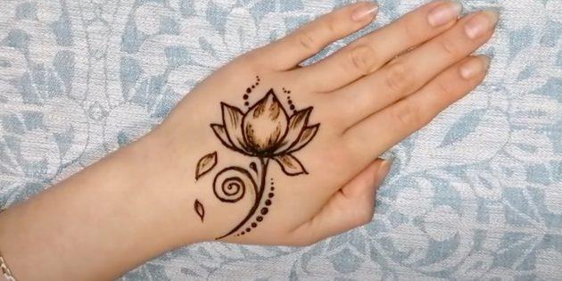 Рисунки хной на руке: рисунок лотоса хной