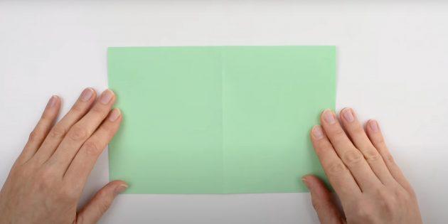 Как сделать кораблик из бумаги: наметьте сгибы на листе
