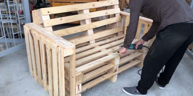 Как сделать скамейку своими руками: шлифмашинкой или шкуркой уберите неровности и заусенцы на поверхностях досок