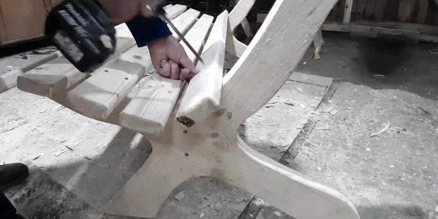 Как сделать скамейку своими руками: доски сиденья и спинки прикрепите к получившимся боковинам
