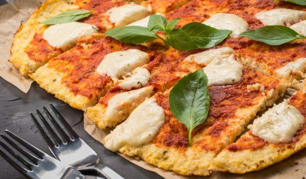 Оригинальная пицца с основой из цветной капусты