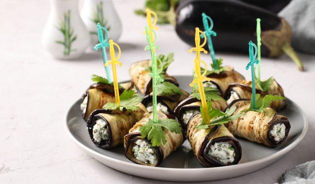 Рулетики из баклажанов с сыром и оливками