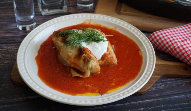 Голубцы в томатно-винном соусе