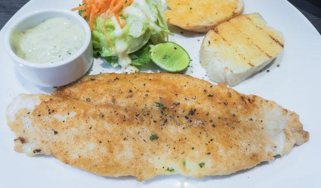 Жареная рыба с лимонным соусом