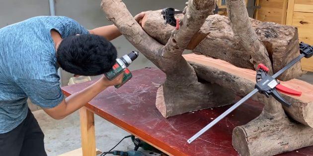 Как сделать скамейку своими руками: прижмите спинку струбцинами в желаемом положении