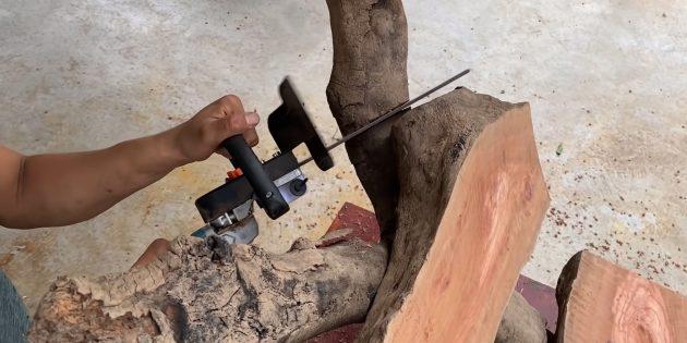 Как сделать скамейку своими руками: отпилите торчащие концы веток