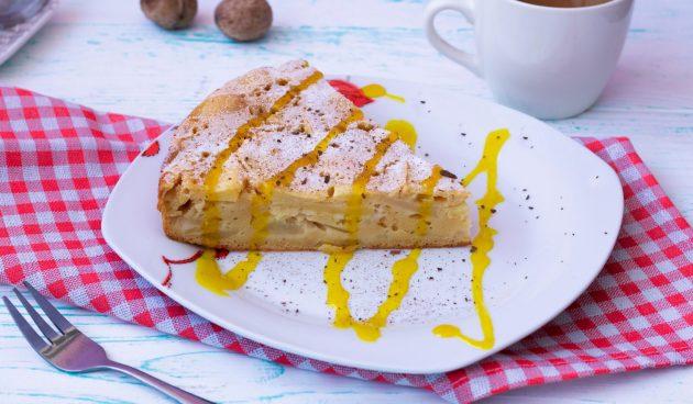 Заливной яблочный пирог с корицей и тонким цитрусовым ароматом