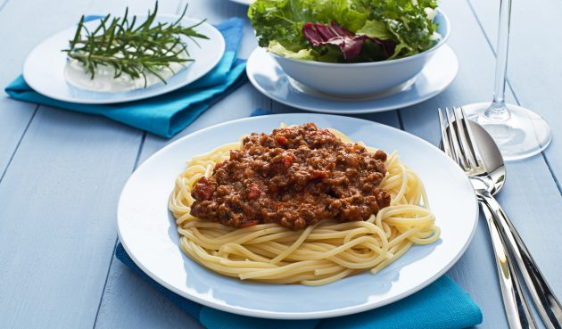 Спагетти с мясом и помидорами