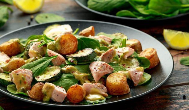 Тёплый салат с кабачками, молодой картошкой и рыбой