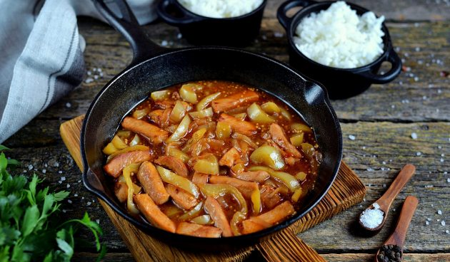 Свинина, тушёная с болгарским перцем и помидорами