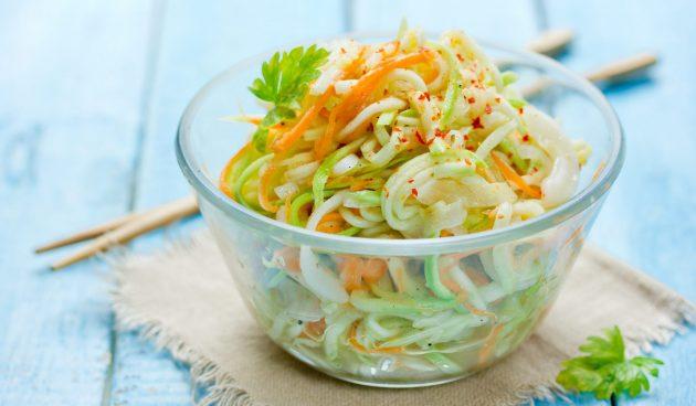 Салат со свежими кабачками и морковью