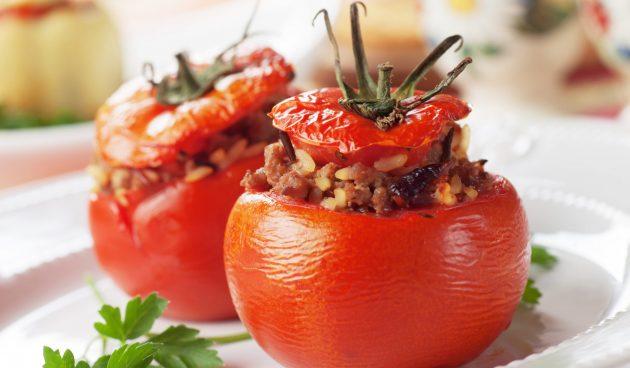 Фаршированные помидоры с говядиной и белым вином