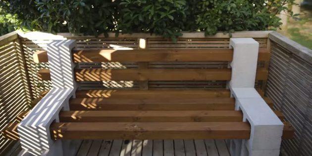 Как сделать скамейку из строительных блоков и брусков своими руками