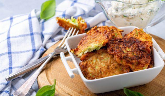 Оладьи из кабачков с сыром и базиликом