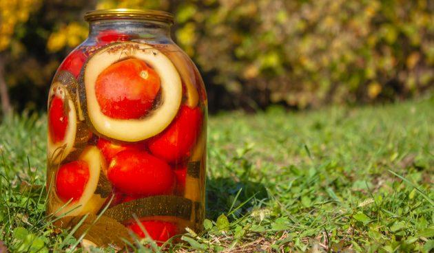 Консервированные помидоры в кольцах из кабачков