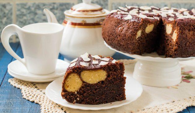 Шоколадный пирог c кокосово-творожными шариками