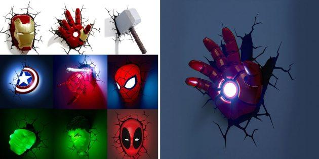 С атрибутами и героями Marvel