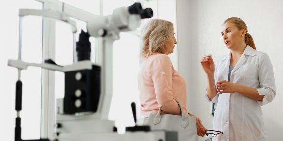 «Вреден ли синий свет от экранов? Как лечить близорукость?» 10 вопросов офтальмологу и ответы на них