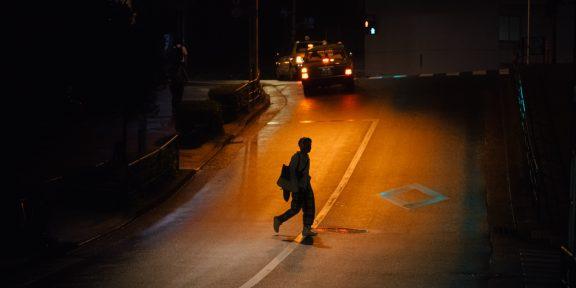 «Из канализации торчали руки»: 10 страшных историй о ночных прогулках от пользователей Сети